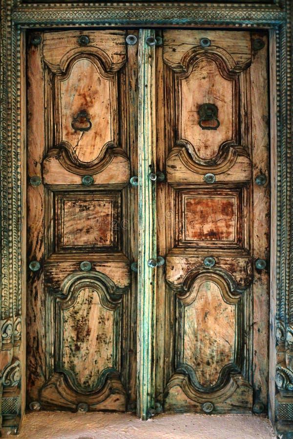 Oude houten deur royalty-vrije stock afbeeldingen