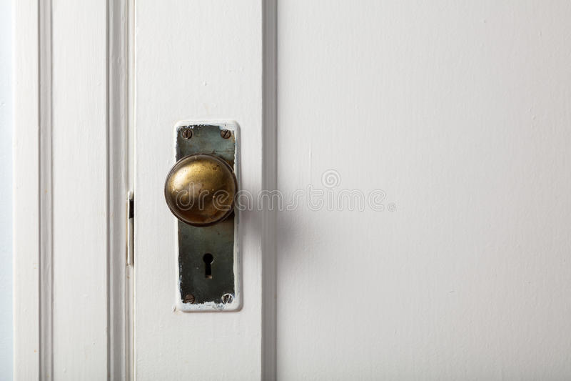 Oude houten deur met deurknop royalty-vrije stock foto