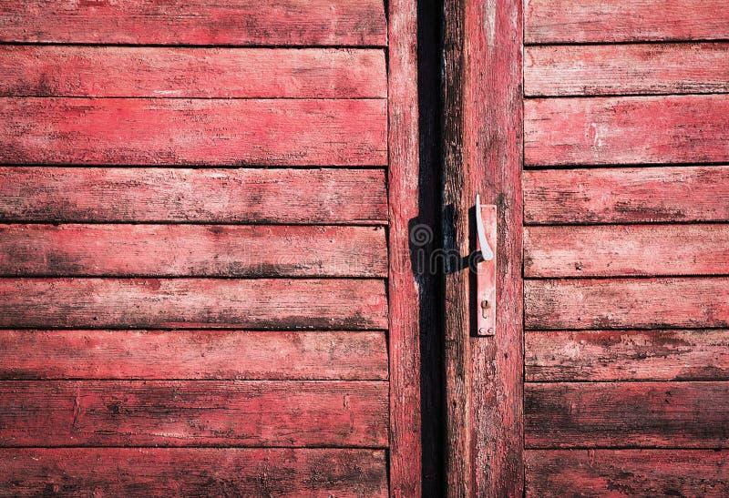 Oude houten deur met handvat royalty-vrije stock foto's