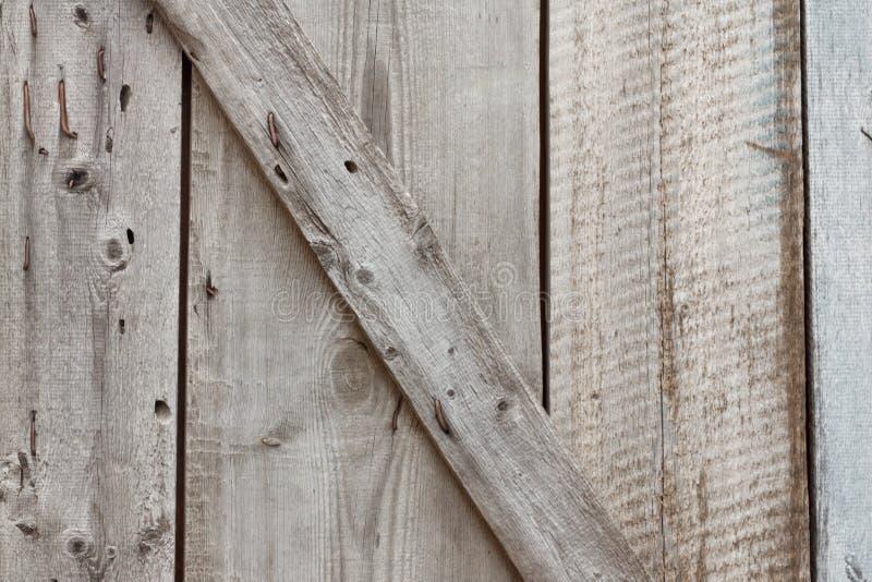 Oude houten deur op de binnenkant met spijkers royalty-vrije stock afbeeldingen