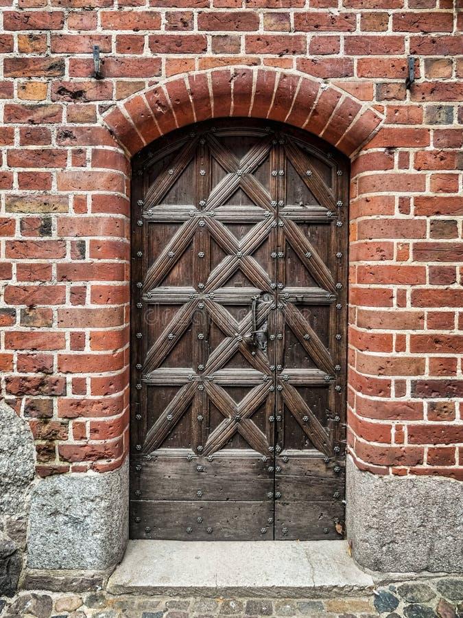 Oude houten deuren in Malbork-kasteel, Polen royalty-vrije stock foto's