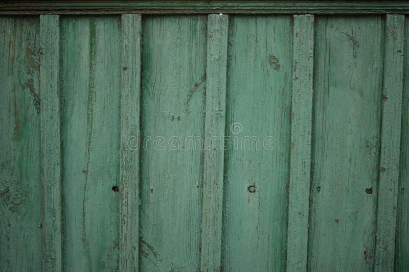 Oude houten groene omheining stock fotografie