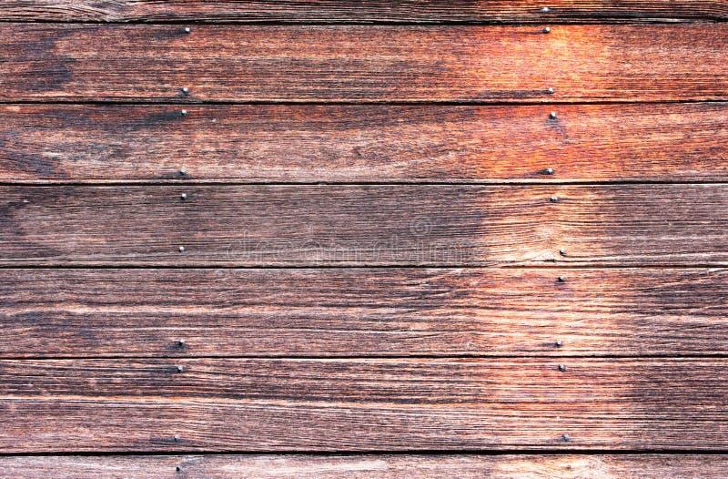 Oude houten muur Oude blokhuismuur met de achtergrond van de spijkertextuur royalty-vrije stock afbeeldingen