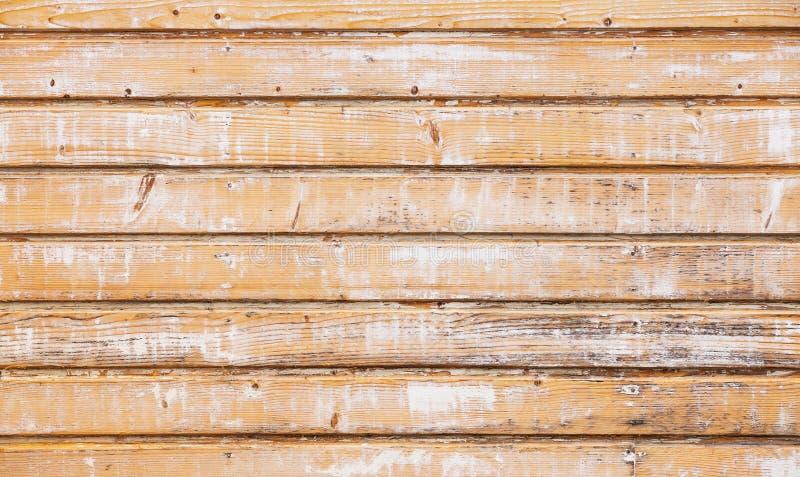 Oude houten muur met laag van de schil de gele verf stock afbeeldingen