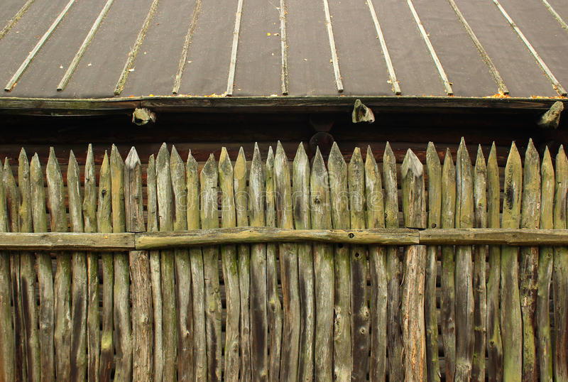 Oude houten palissadeomheining royalty-vrije stock afbeelding
