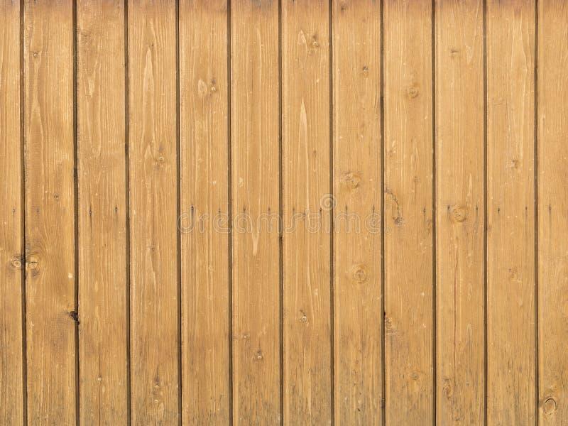 Oude houten pijnboomraad op de muur stock foto's