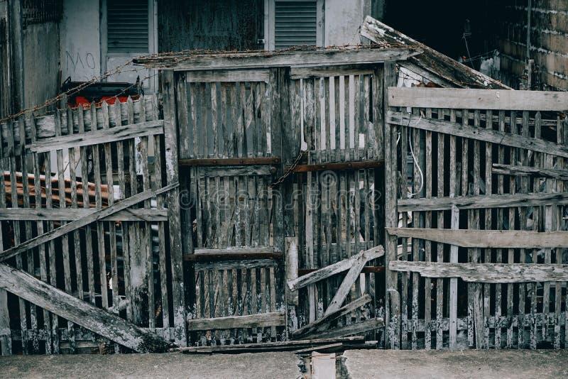 Oude houten, pontianak Indonesia, 30/10/2019, hek midden in de moderne stad stock fotografie