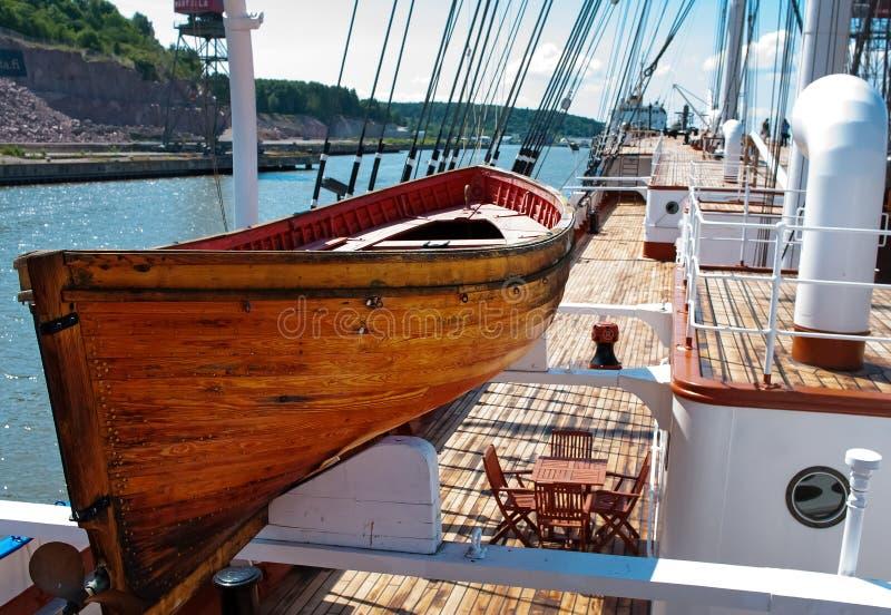Oude houten reddingsboot stock afbeelding