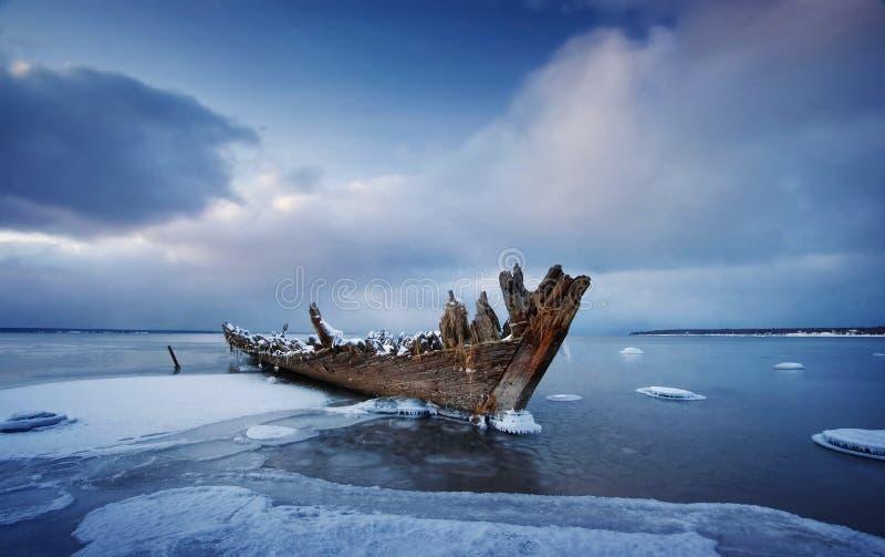 Oude houten schipbreuk royalty-vrije stock afbeeldingen
