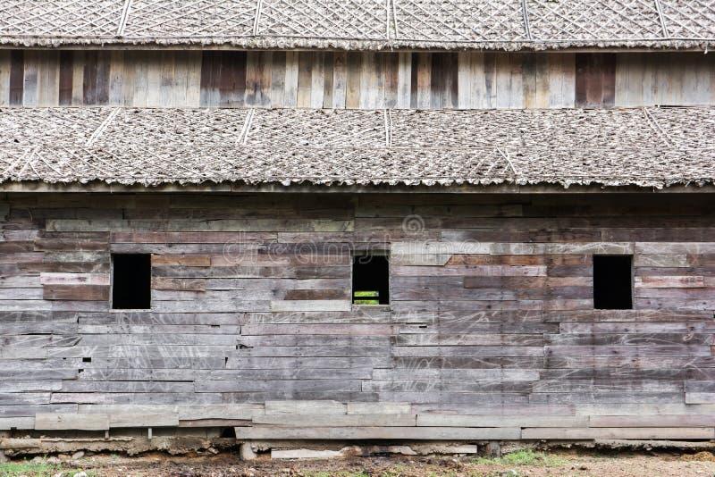 Oude houten schuurslang stock afbeeldingen