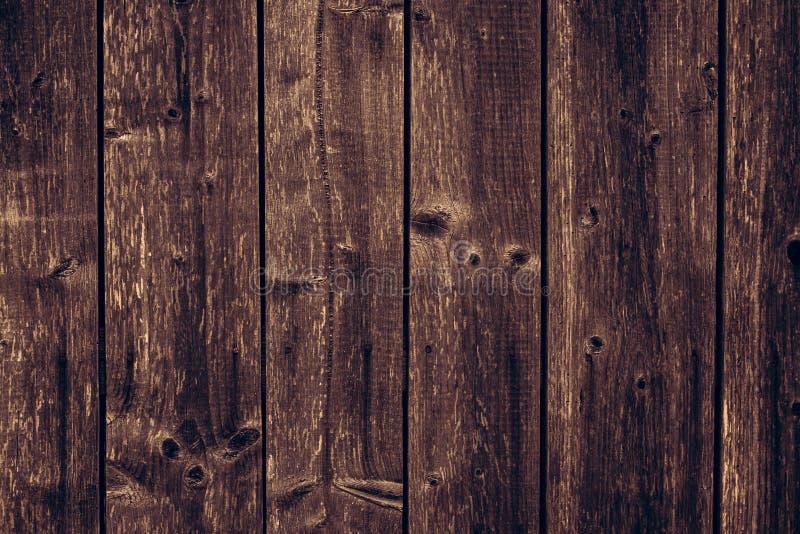 Oude Houten textuurachtergrond Bruine sjofele houten omheining Donkere bruine vuile houten raad Dilapidated oppervlakte van het p royalty-vrije stock afbeelding