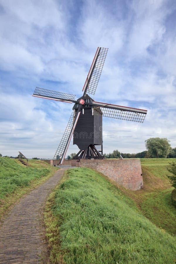 Oude houten windmolen in beroemde stad van Heusden, Nederland royalty-vrije stock foto