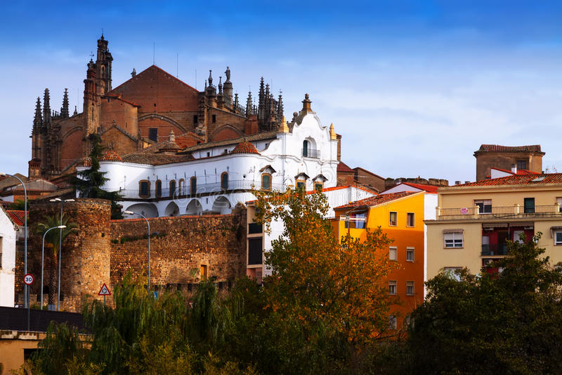 Oude huizen en Kathedraal van Plasencia stock fotografie