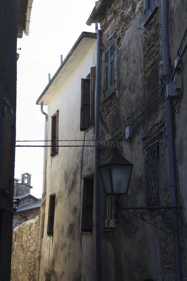 Oude huizen in het heksendorp van Triora, Imperia, Ligurië, Italië stock foto's