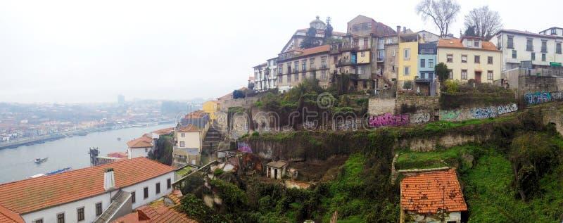Oude huizen in het historische Ribeira district boven de Douro-rivier Porto, Portugal royalty-vrije stock afbeeldingen