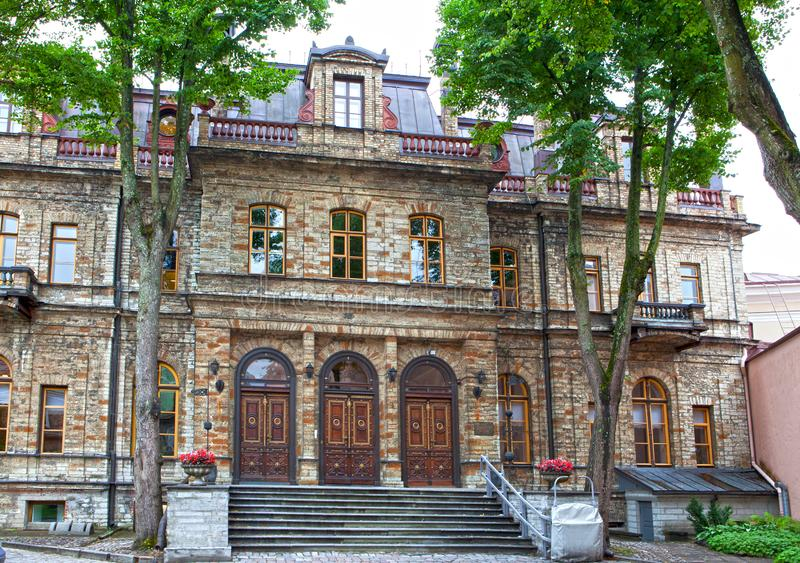 Oude huizen op de Oude stadsstraten tallinn Estland royalty-vrije stock foto