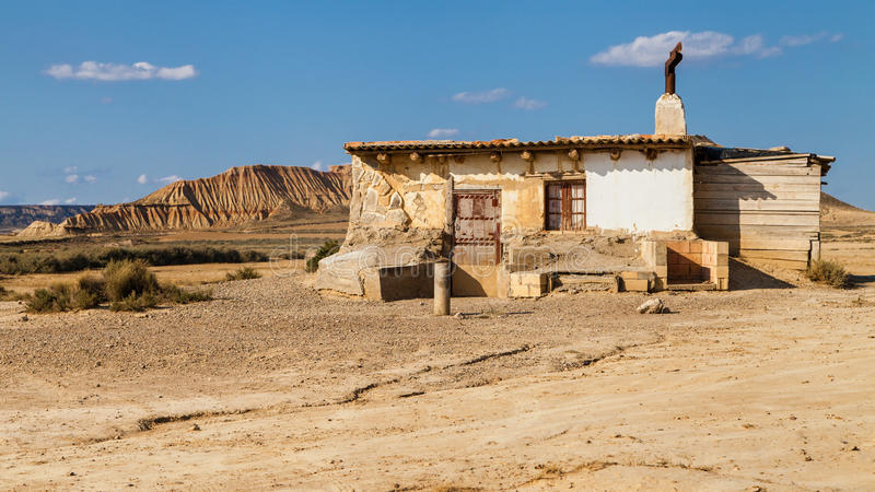 Oude hut in Bardenas Reales stock afbeelding