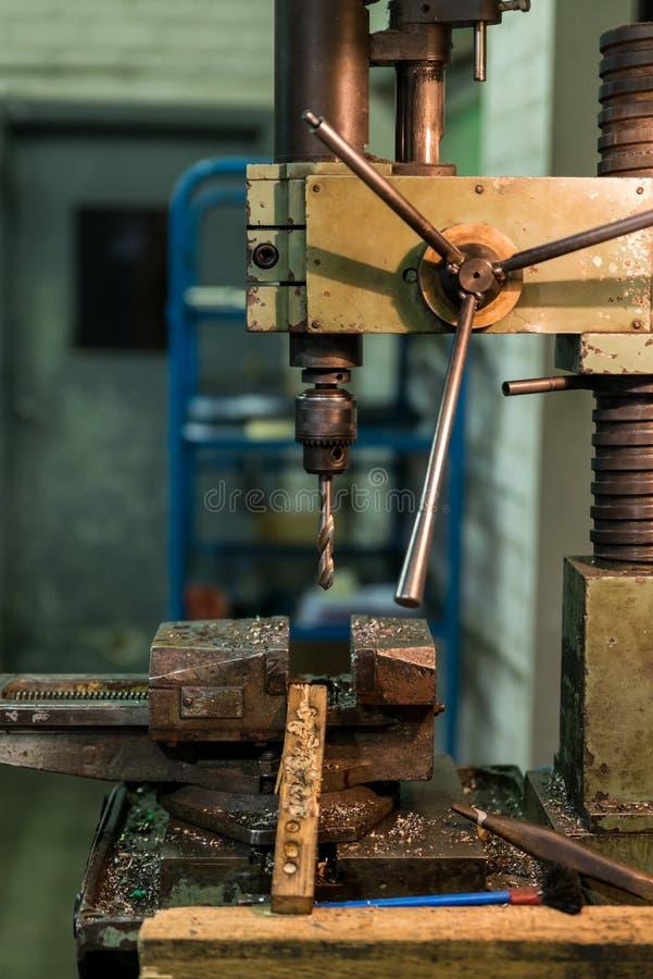Oude industriële boor stock fotografie