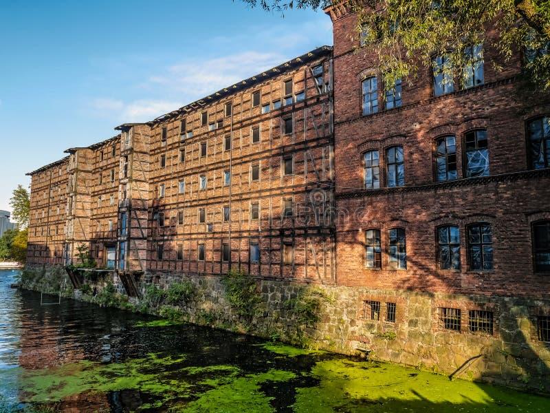 Oude industri?le gebouwen, Bydgoszcz-Kanaal, Polen stock afbeelding