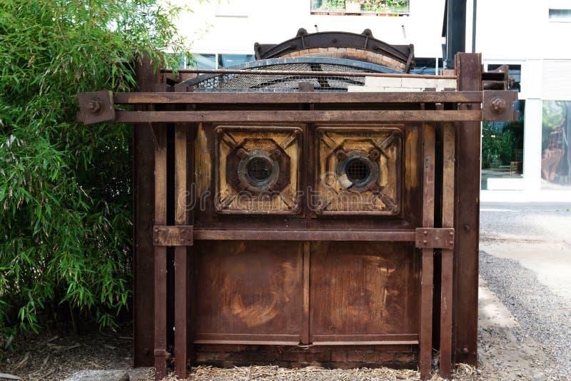 Oude industriële oven voor de productie van speciaal metaal voor B royalty-vrije stock fotografie