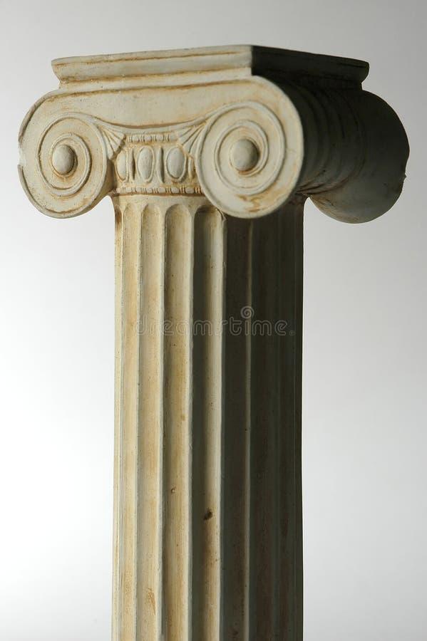 Oude Ionische kolom royalty-vrije stock afbeeldingen
