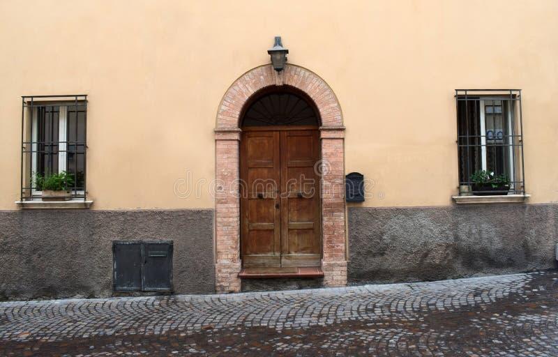 Oude Italiaanse deur royalty-vrije stock fotografie