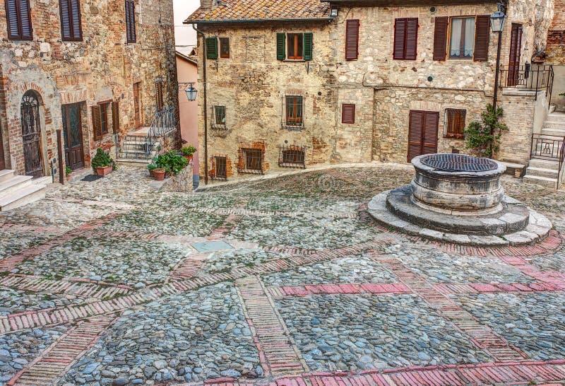 Oude Italiaanse stad stock afbeeldingen