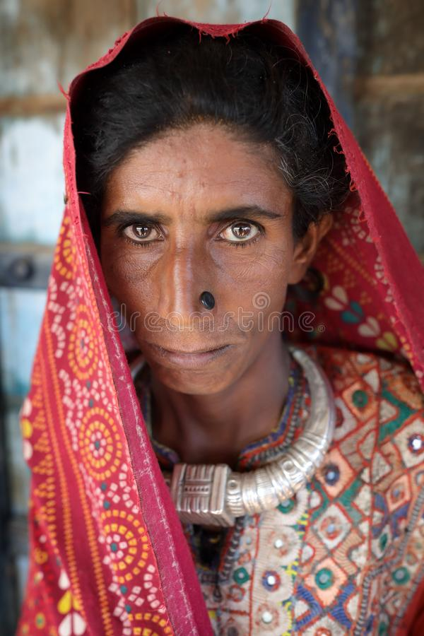 Oude Jat-vrouw in het district van Kutch, India stock foto