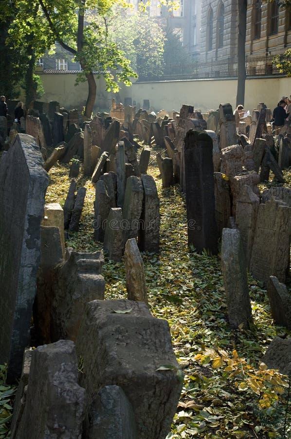 Oude Joodse begraafplaats stock afbeeldingen