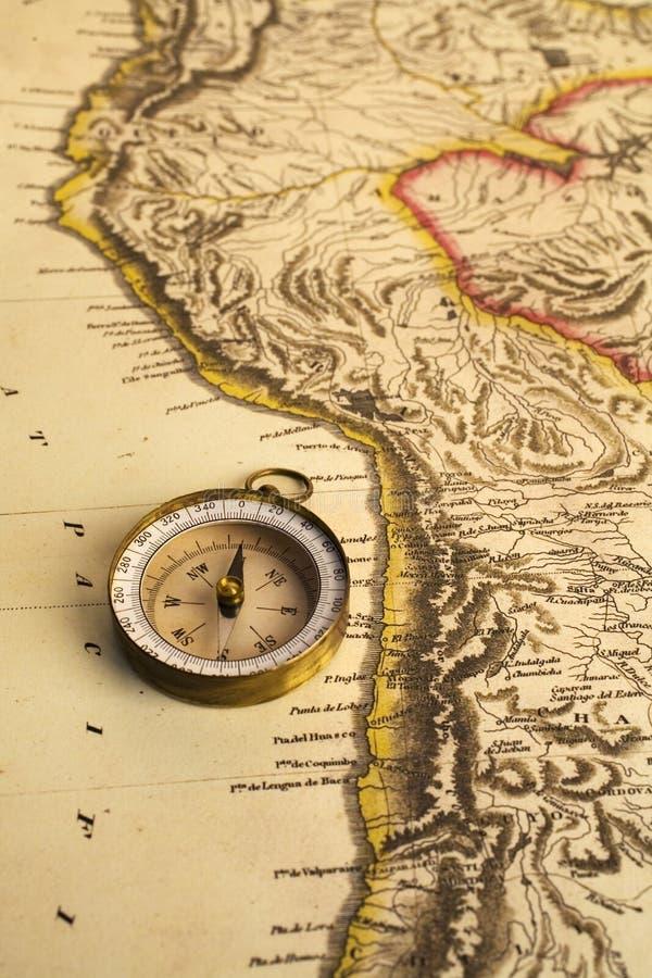 Oude Kaart van Zuidamerikaans kust en Kompas stock fotografie