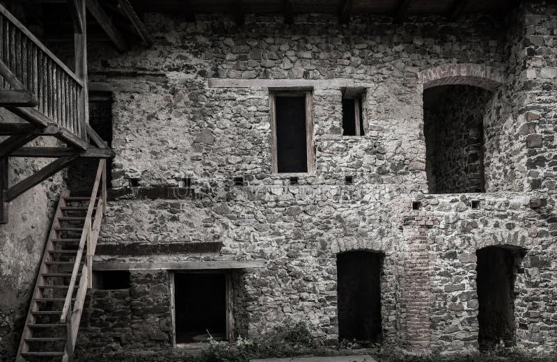 Oude kasteelruïne stock fotografie