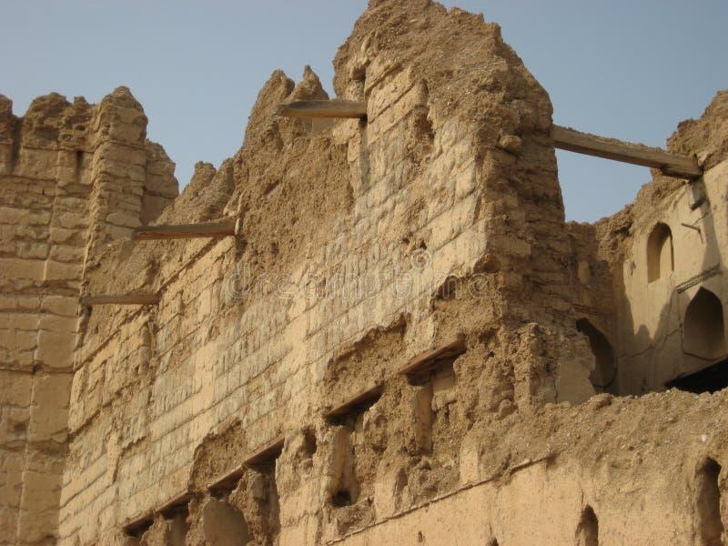 Oude kasteelruïnes in het sultanaat van Oman royalty-vrije stock afbeeldingen