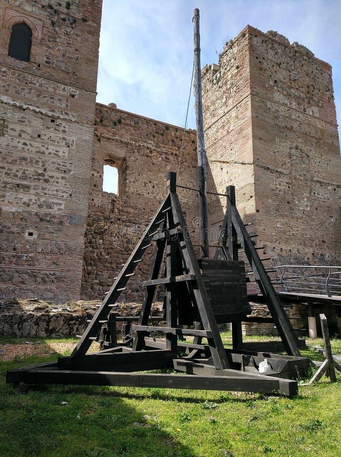 Oude katapult, Lozoya kasteel stock afbeelding