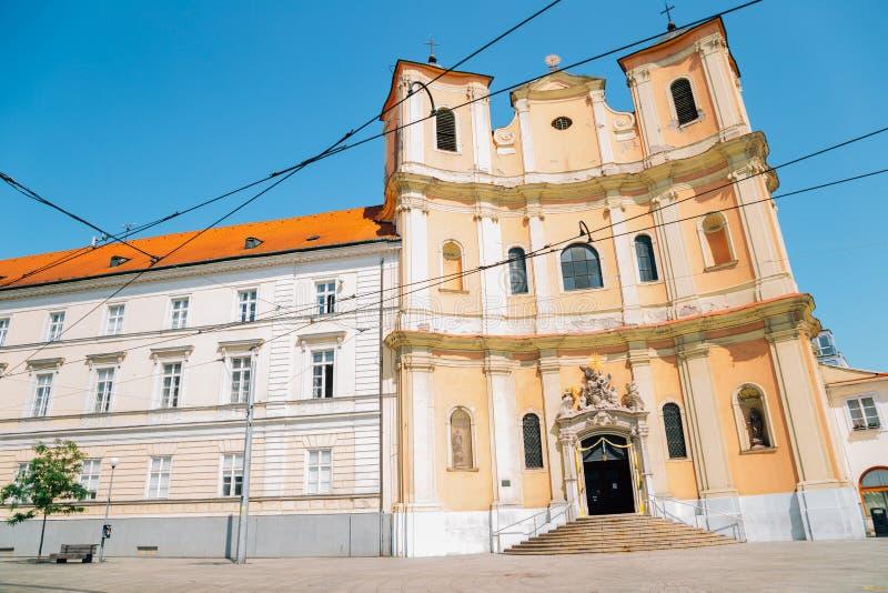 Oude kathedraal van Saint-John van Matha en Saint-Felix van Valois in Bratislava, Slowakije stock foto's