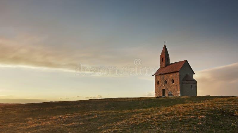 Oude Katholieke kerk in Drazovce stock afbeelding