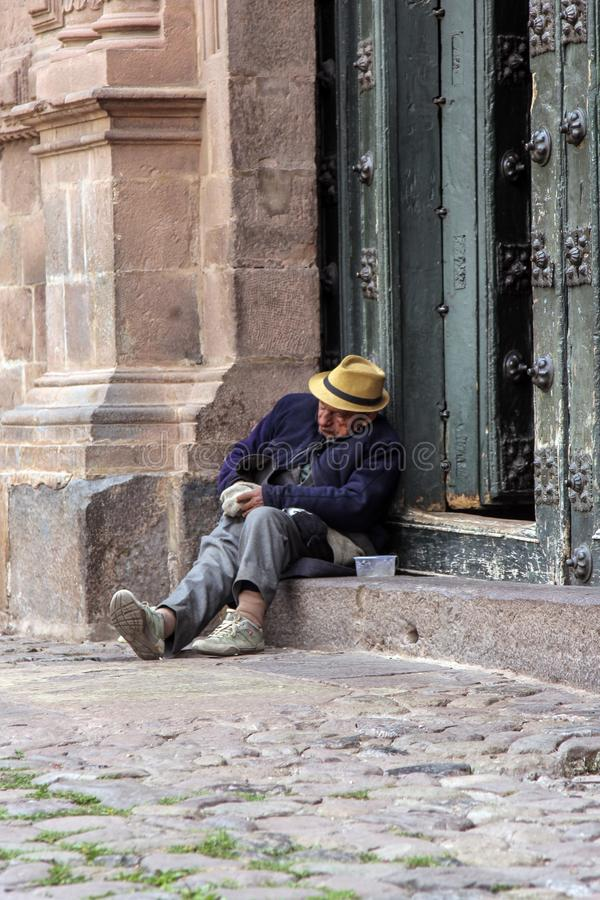 Oude katholieke kerkvoorgevel in Cuzco Peru stock fotografie
