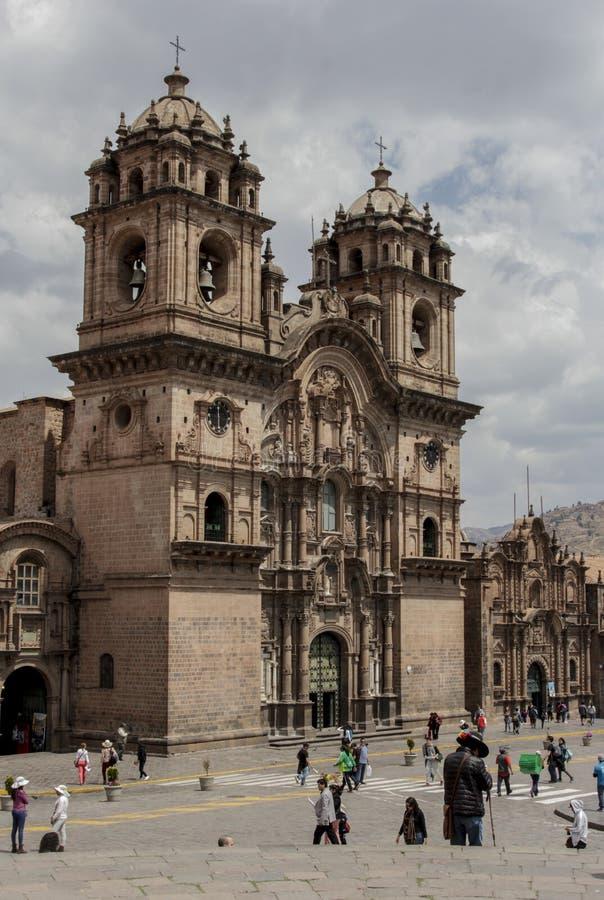 Oude katholieke kerkvoorgevel in Cuzco Peru stock foto