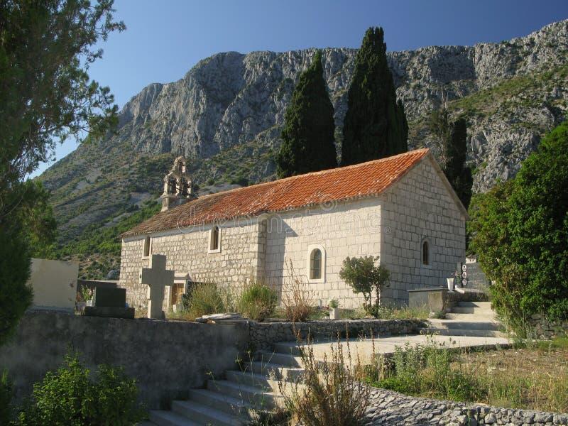 Oude kerk boven Drvenik royalty-vrije stock afbeeldingen
