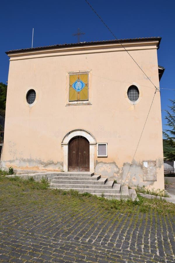 Oude kerk in een gehucht van aquila van l ` royalty-vrije stock afbeelding