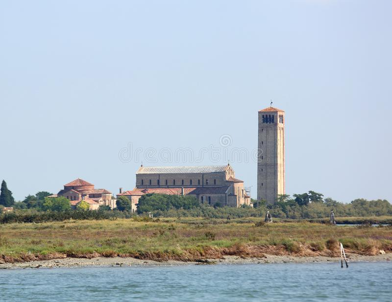Oude Kerk en klokketoren op het Torcello-Eiland dichtbij Venetië royalty-vrije stock fotografie