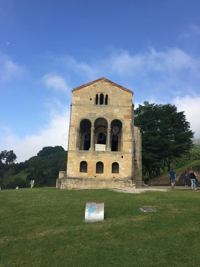 Oude Kerk op onderstel Naranco in Oviedo Asturias Spanje stock fotografie