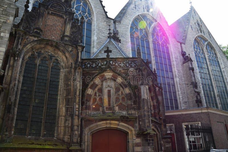 Oude Kerk op Oudekerksplein in Amsterdam, Holland, Nederland royalty-vrije stock foto's