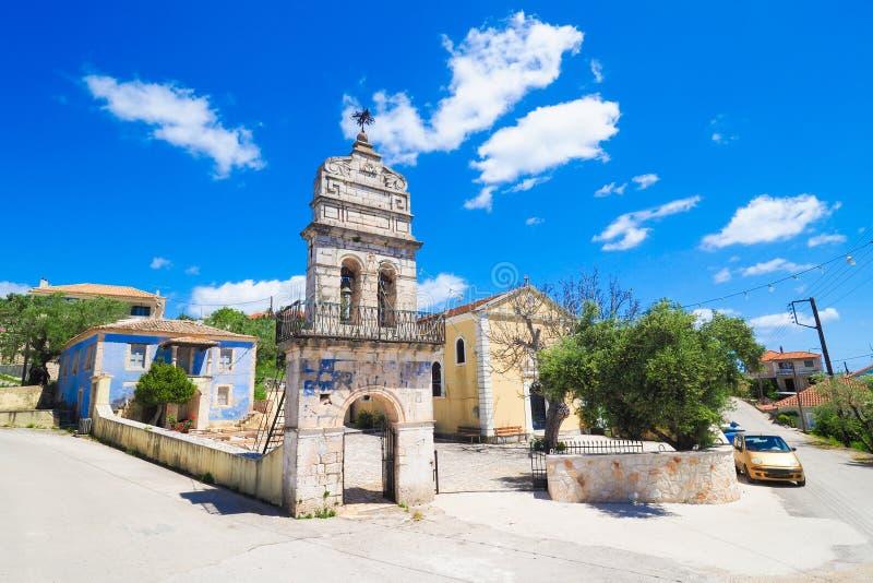 Oude kerk in traditioneel Grieks dorp op het Eiland Zakynth stock afbeelding