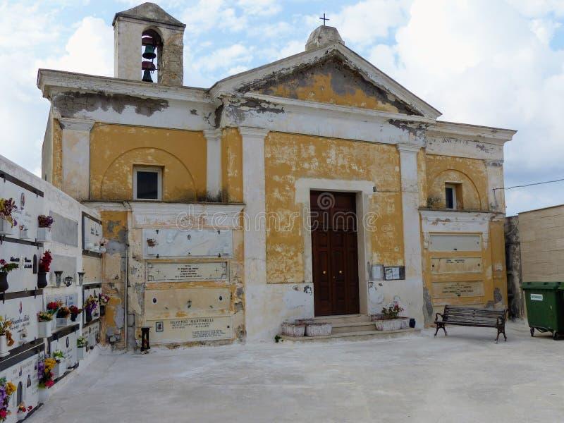 Oude kerk van de begraafplaats van het Eiland Ponza in Italië stock foto's