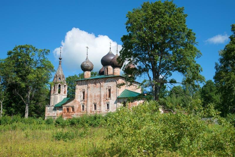 Oude kerk van Epiphany in het geboorteland van Admiraal F Ushakov in het dorp Hopylevo, Rusland royalty-vrije stock foto