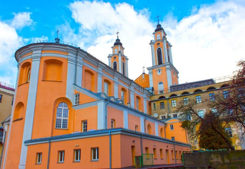Oude kerk van St Francis Xavier in oude stad Kaunas, Litouwen stock afbeelding