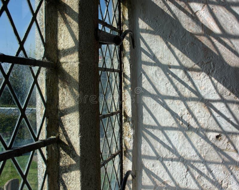 Oude kerk Venster & schaduwen royalty-vrije stock foto