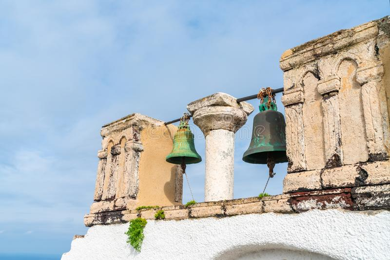 Oude kerkklokken in Oia, Santorini royalty-vrije stock fotografie