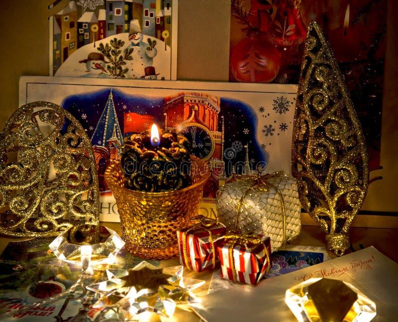 Oude Kerstkaarten in het album royalty-vrije stock afbeelding