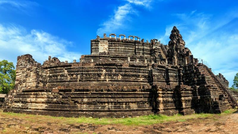 Oude Khmer architectuur Panoramamening van Baphuon-tempel bij A stock foto